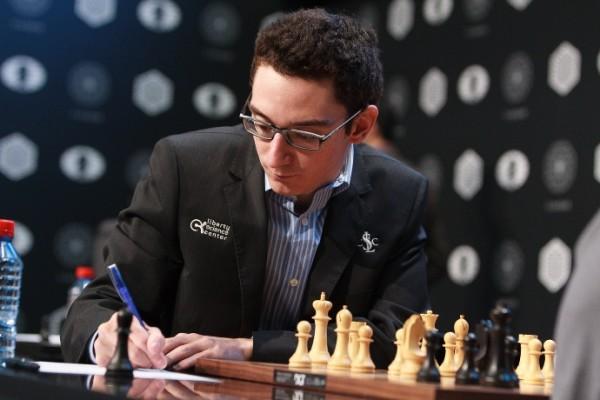 dopo il 2°posto nel 2014 e il 3° ex-aequo nel 2015 e grazie all'assenza di Carlsen, il neo Campione degli Stati Uniti è il favorito della competizione