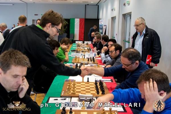 Napoli impone il pareggio a Chieti che però conserva il comando in solitario della classifica