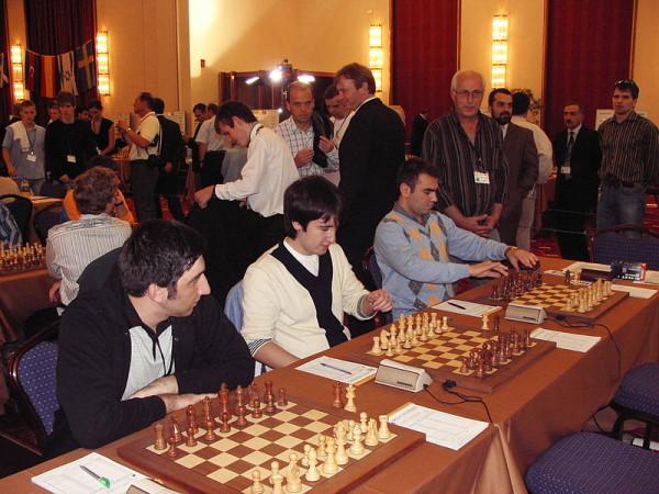 Mamedyarov e Radjabov, qui giovani compagni di nazionale di Gashimov, proveranno a compiere l'imprese di far rimanere in patri il trofeo del vincitore