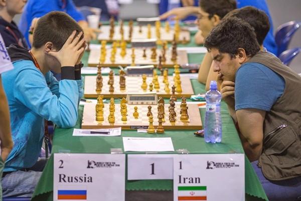 L'Iran batte la Russia nel big match del sesto turno che si rivelerà decisivo per la vittoria delle Olimpiadi Under 16