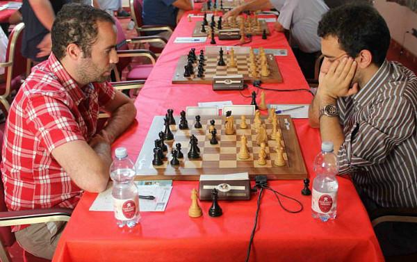 Nell'ultimo turno Aghayev impone la patta al GM Antal e ottiene la terza Norma MI. Foto Volfango Rizzi, SPQeR