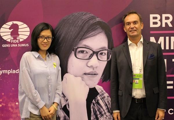Zoldan con la Hou Yifan