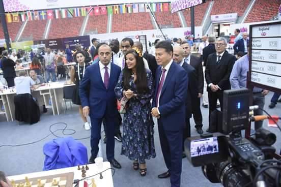 E questa è la figlia del Presidente dello Stato, Leyla Aliyeva. Anche lei ha una carica molto importante e il loro continuo arrivare in sala di gioco dimostra l'importanza di questa competizione in Azerbaigian.