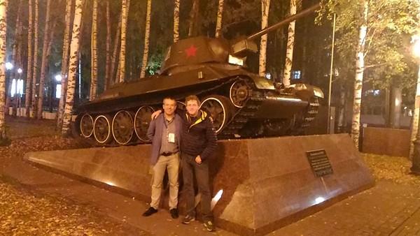 i tecnici Federali Borgo e Manca, dietro un residuo bellico dell'Armata Rossa