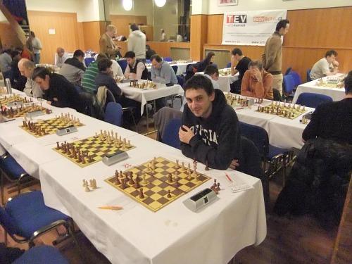 Aranovitch sorride: dopo 24.Dxe6 ha capito che la partita con MI Bernasek è vinta!