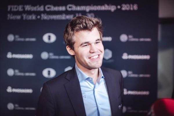 Carlsen visibilmente soddisfatto dopo aver riacciuffato Karjakin!
