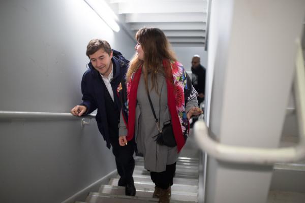 per l'undicesima partita, Karjakin arriva accompagnato dalla moglie