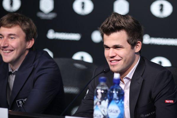 ma dopo la sesta partita lo sguardo felino di Carlsen non promette nulla di buono per Karjakin. Foto Federazione Russa