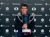 il Campione del Mondo classico è come sempre il grande favorito, ma dovrà stare a ttento a ...Caruana che nekl quasi contemporaneo Gibraltar Master (inizio 24 geannio) potrebbe insidiare la sua Leadership Mondiale nella classifica Elo FIDE!