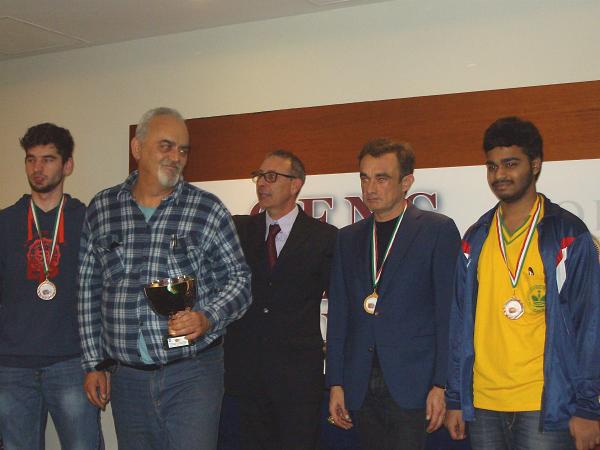 Sibilio con la Coppa del primo tra gli Under 2400