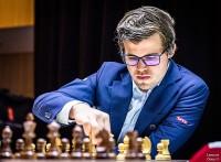 'Voglio sfruttare questa scappatoia', così Magnus Carlsen, in una recente intervista rilasciata a chess.com, ha spiegato la sua partecipazione alla World CUP 2017, che si disputa con un formato che il Campione del Mondo non ha mai nascosto di gradire, tanto da affermare (su FB) che non sarebbe male l'idea di far disputare il Mondiale con il sistema KO