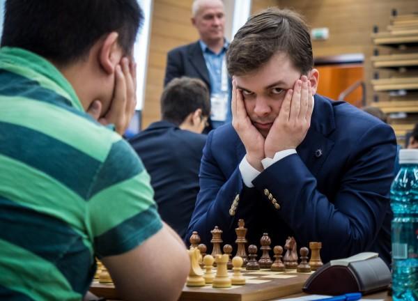 Passi da gigante per Fedoseev che negli ultimi mesi ha superato quota 2770 e rappresentato la Russia nei Mondiali per Nazione. E adesso prima esperienza in un Super Torneo grazie alla vittoria nell'Aeroflot 2017.
