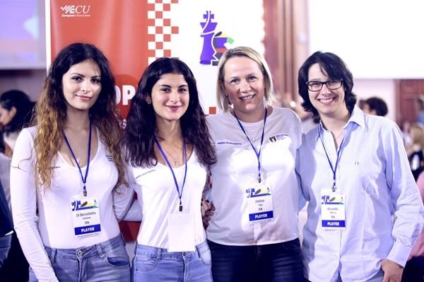 Sorrisi italiani al Femminile. Isola di Creta, Novembre 2017