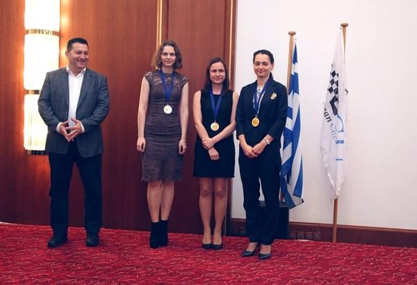 Kosteniuk, nna_Muzuchuk e Cornette sul podio della prima scacchiera del Femminile