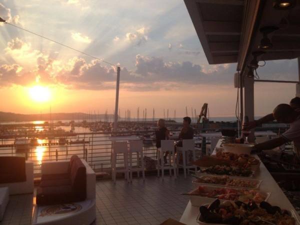 Serate, Aperitivi, Cene e Musiche con feste al porto turistico di Fano