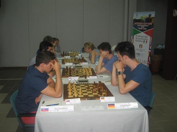 La Paehtz fa il suo esordio nella sezione Open
