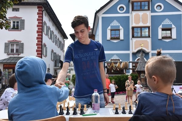 Luca Moroni impegnato in una simultanea