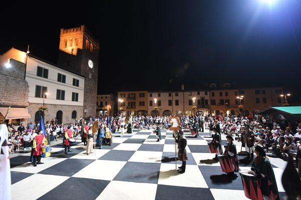Monselice_contrade_scacchi_viventi