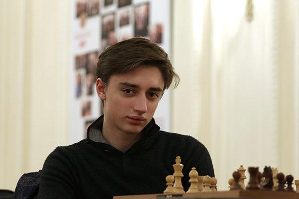 Dubov completa il trio russo in testa al tabellone di partenza