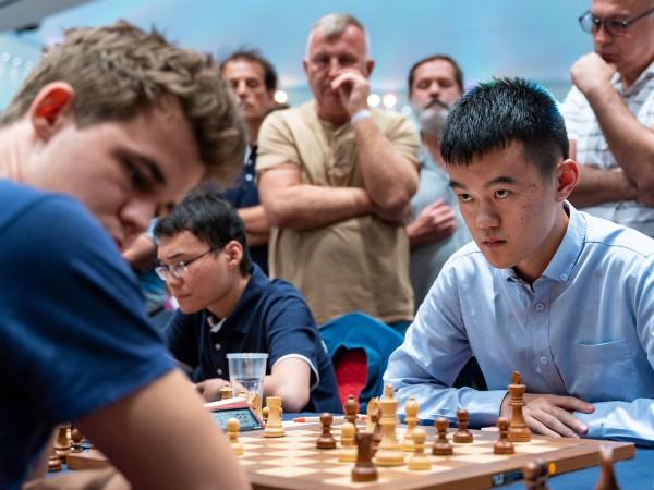 Carlsen sopravvive all'invincibile (93 partite senza sconfitte) Ding Liren e salva il 1° posto mondiale