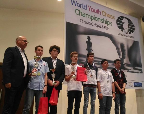 Moroni sul palco della premiazione per il quarto posto nel Under 18