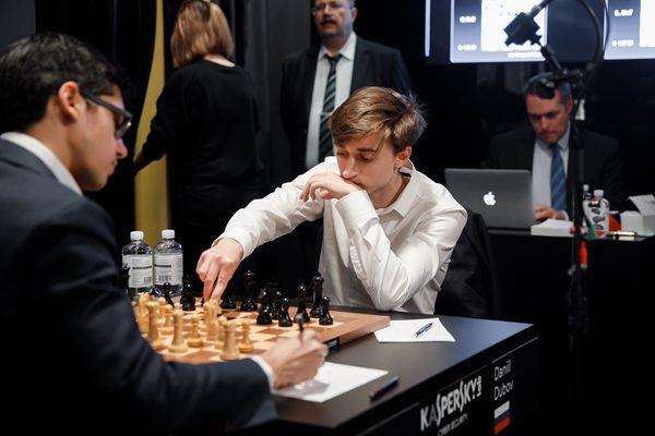 Giri-Dubov, l'ultimo elimina il Numero Uno del tabellone!