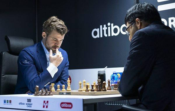 Carlsen subito a segno con Anand, grazie all'Armageddon in un primo turno con cinque patte su cinque partite