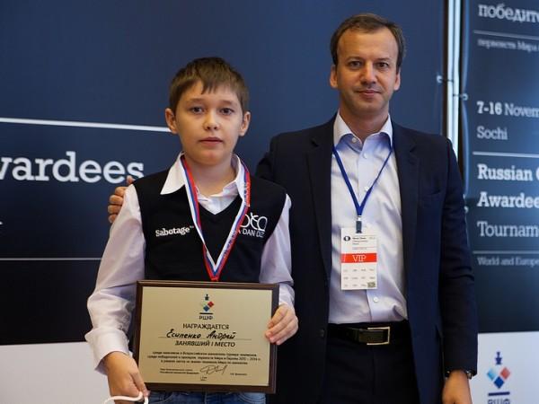 Andrey Esipenko, gioca nell'U16 ma è il giocatore con l'Elo pià alto della manifestazione: 2540