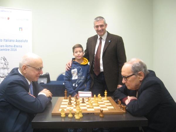 Morricone-Pagnoncelli, in piedi Paolo Rozera, direttore Unicef con il figlio