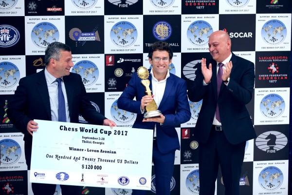 la premiazione di Aronian. Foto Anastasia Karlovich
