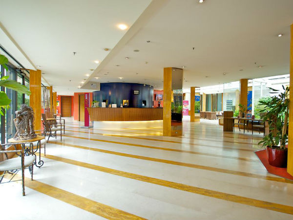 hotel-mercure-reception
