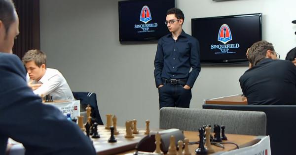 dopo 28.e6!, Caruana osserva dall'alto il Resto del Mondo