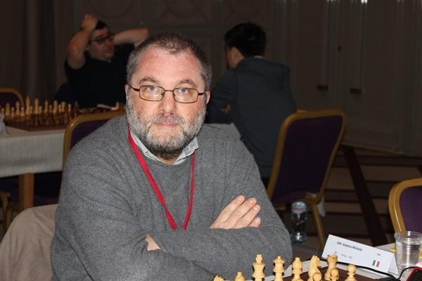 Non in un periodo brillantissimo di forma, il sei volte Campione Italiano (ultimo titolo nel 2006 dopo gli spareggi blitz con Caruana) Michele Godena sarà comunque un osso duro per tutti