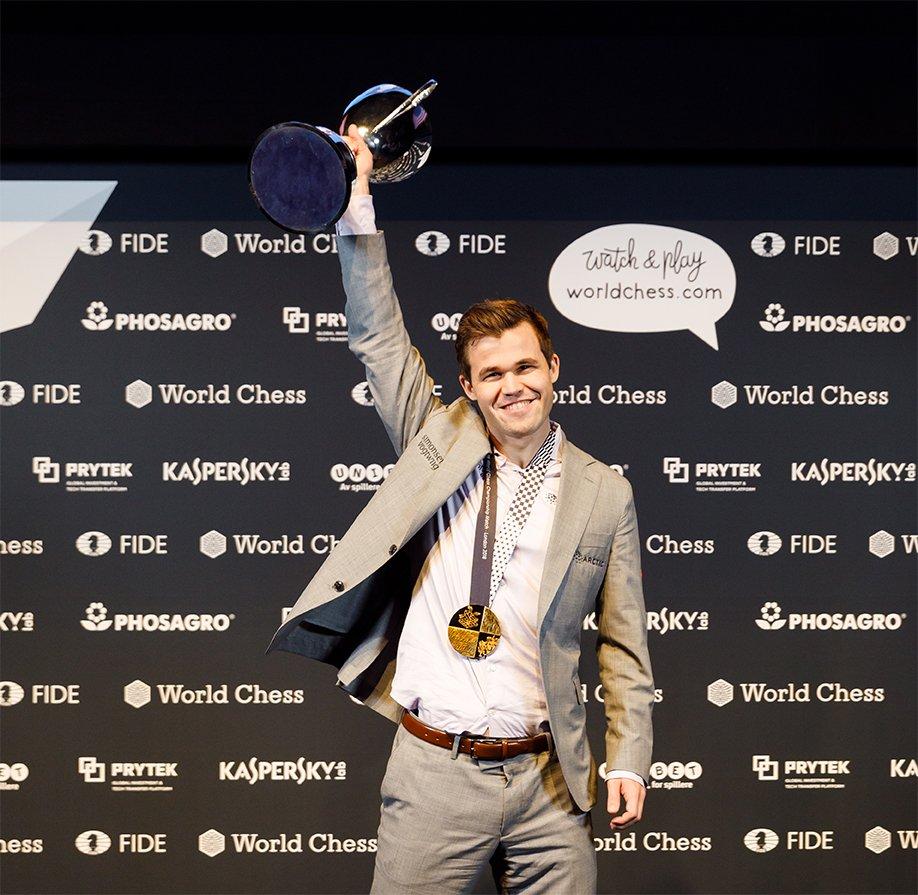 Carlsen_Trofeo_Mondiale_2018