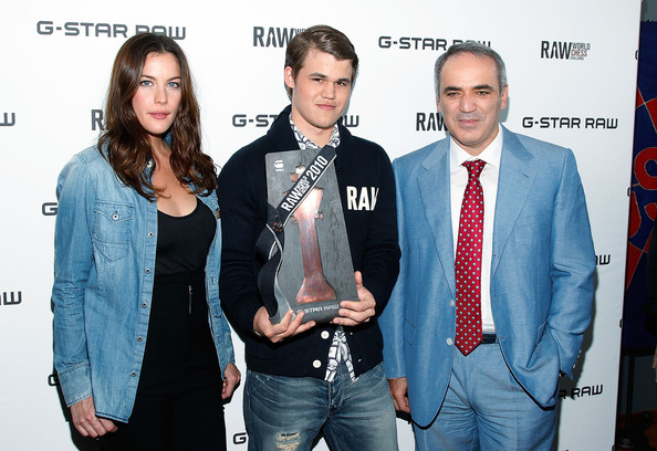 Magnus+Carlsen+G+Star+Raw+World+Chess+Challenge+CiBVVaA1XH_l